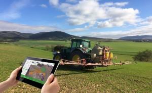 Tablet y parcela Smart rural